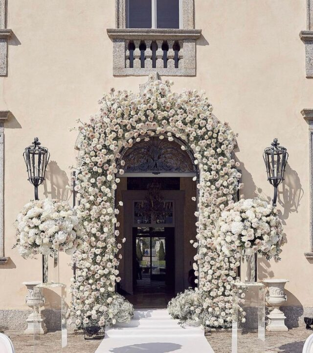 Beautiful white florals designed by @vincenzodascanio at one of our memorable weddings at @villa_balbiano 🤍 Photo: @lostinlove_photography #lakecomoweddings #lakecomo #lakecomoweddingplanner #weddinginspiration