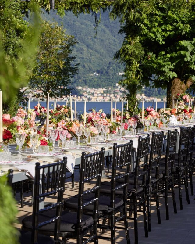One of the most beautiful outdoor wedding receptions at @villa_balbiano 🤍 Design and planning @lakecomoweddings Photo @christianothstudio Florals @rattiflora #lakecomoweddings #lakecomoitaly #lakecomovillas #lakecomoweddingplanner #villabalbiano
